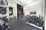 Im oberen Geschäftsbereich wird Fahrrädern von Trek und Diamant großzügig Platz eingeräumt, ein Project One-Corner komplettiert das Angebot.