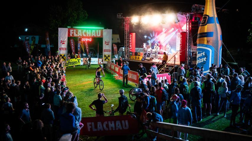 Bildbericht Bike Night Flachau 2018 Spitzenstimmung und Spitzenleistungen bei der achten Auflage des spektakulären Flutlicht-Rennens am Flachauer Weltcuphang.