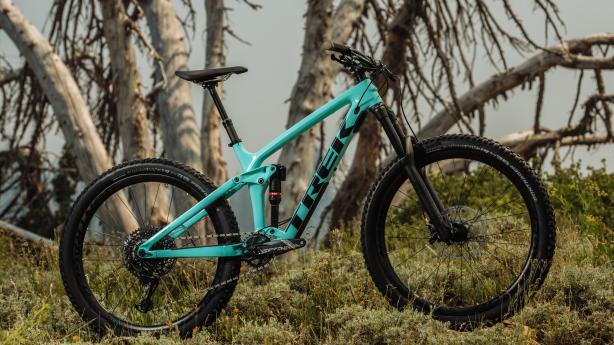 Trek Remedy 2019 Trek überarbeitet sein beliebtes Trailbike Remedy, sorgt für mehr Beinfreiheit und bessere Uphill-Performance.