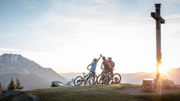 Stoneman Taurista: Reihenweise Gipfelglück In ein, zwei oder drei Tagen durch die herrliche Bergwelt der Niederen Tauern. Das Mountainbike-Abenteuer Stoneman Taurista lockt mit grandiosen Panoramen ins Salzburger Land.