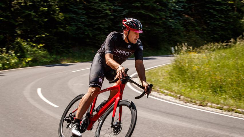 Simplon Kiaro DiscDie Vorarlberger schicken mit dem Kiaro Disc 2019 ein neues Langstreckenbike mit maximalem Komfort und minimalem Speed-Verlust ins Rennen. 2.500 Kilometer sollten zeigen, was hinter diesen Versprechen steht.