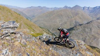 Mountainbiken in GeorgienKleines Land ganz groß: Von der Stadt in den Nationalpak, von Meereshöhe auf 3.000 - und das alles auf gar wunderbaren Trails. Die ehemalige Sowjetrepublik am Kaukasus und Schwarzen Meer hat Bikern einiges zu bieten.