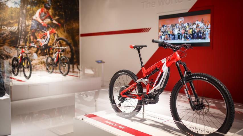 Tourenplanung Deluxe mit komootEin Jahr nach Markteinführung erweitert Ducati seine E-Bike-Schiene powered by Thok. Drei Newcomer wurden auf der EICMA gezeigt.
