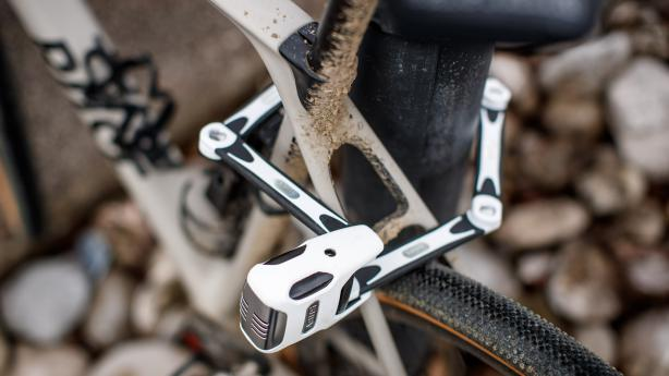 Abus Bordo Alarm 6000A Faltschloss mit AlarmEin Fahrradschloss mit eingebautem Alarm in deutscher Qualitätsarbeit. Selten hatten Langfinger schlechtere Karten.