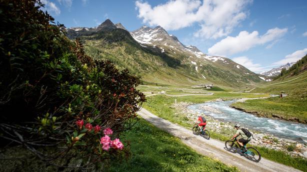 Bikeurlaub in ÖsterreichJa, in dieser Urlaubssaison dürfte es um exotische Reiseziele schlecht bestellt sein. Doch warum in die Ferne schwenken, liegt das Gute doch so nah?