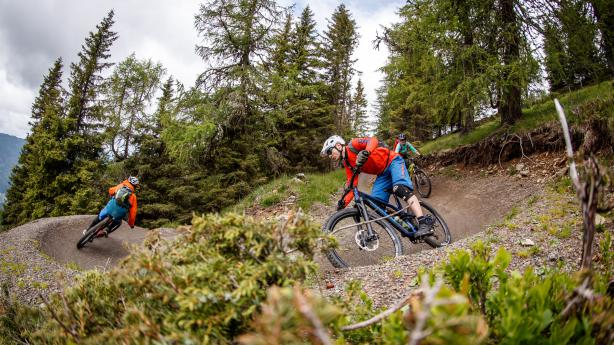 Nockbiken, Trails likenVerführerisch die Kurven, freundlich die Leut', abwechslungsreich die Touren, herrlich die Seen.