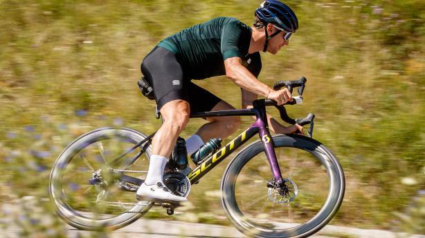 Scott Addict RC Pro LangzeittestNoFlash unterzog sein Addict RC Pro mit Wunschkonfig einem sechs Monate langen Härtetest. Ergebnis: Rennmaschine, schlank, aero, spritzig, schnell. Das Rad, wohlgemerkt.