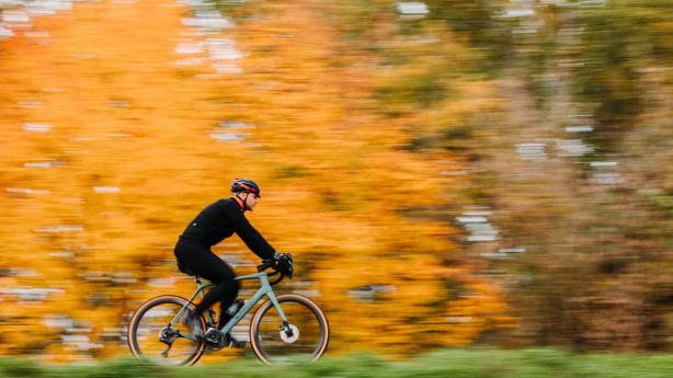 """Simplon Inissio Gravel 2020Mit dem Kürzel """"Gravel"""" stellt Simplon von vorneherein klar, worauf der Fokus bei der Entwicklung des brandneuen Inissio gelegt wurde. Dennoch kann das Bike weitaus mehr."""