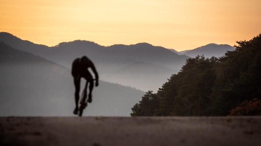 Scott Addict eRide 2021Leicht, leise, widerstandsfrei und mit natürlichem Fahrgefühl. Langzeittest des sportlichen E-Rennrads mit Mahle Elektroantrieb.