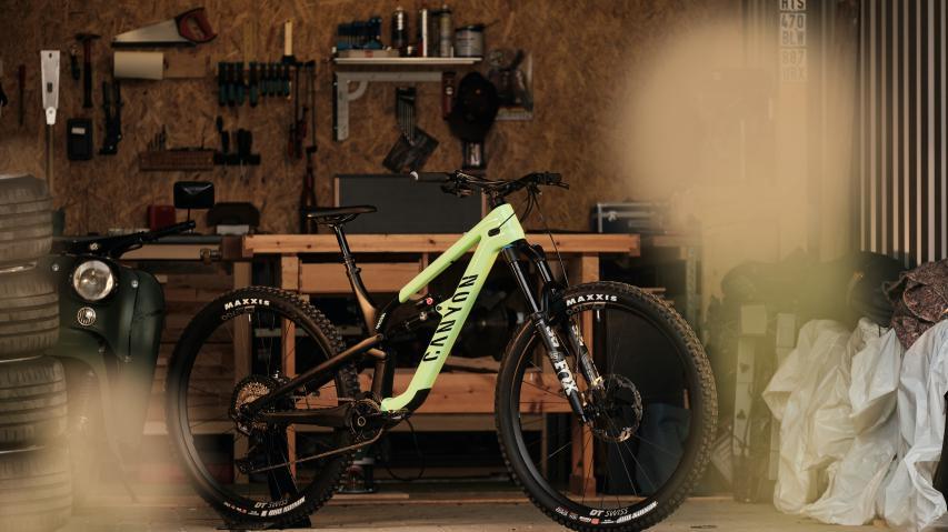 Canyon Spectral 29 2021Dank großer Laufräder mit Speed über Stock und Stein. Canyon zeigt mit dem Spectral 29 eine Neuentwicklung für flotte Trailrunden.