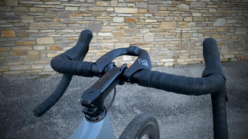 FARR Carbon Aero Bolt-On LenkeraufsatzMehr Speed, Effizienz und Langstreckenkomfort am Rennrad, Gravelbike oder Mountainbike - ohne schiefe Optik und Lungendurchstich