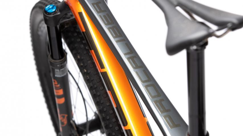 Trek Procaliber 9.8 ShowroomTreks rassigstes Racebike erhielt für 2021 ein kräftiges Facelift. Wir haben das Bike bereits in der Redaktion und sind offen für all eure Fragen zum Procaliber.