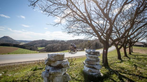 Unterwegs in der Rennradregion Bad WaltersdorfBerge, Hügel, Sträßchen - oder Therme, Sonne, Wellness und Buschenschank - so viele Straßen das Oststeirische Hügelland durchziehen, so viele Gründe gibt es für eine Reise hierher.