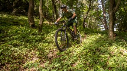 Endura MT500 und Single Track KollektionWenn NoSane nach Kleidung fürs MTB sucht, dann steht nicht nur der Komfort am Bike, sondern auch das Handling hinter der Kamera auf der Probe...