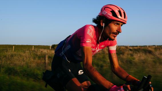The Alt Tour - TdF mal andersEF Education-Nippo Teamfahrer Lachlan Morton bestreitet die TdF auf eigene Faust und versucht das Peloton der Tour auf dem Weg nach Paris unsupported für den guten Zweck zu schlagen.