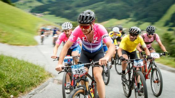 Hillclimb Brixen 2021 Bildbericht - KitzalpbikeMit neuem Streckenrekord gewann der Finne Toni Tähti die 13. Auflage des beliebten Bergsprints auf Hochbrixen. Julia Sörgel führte einen Tiroler Doppelsieg bei den Damen an.