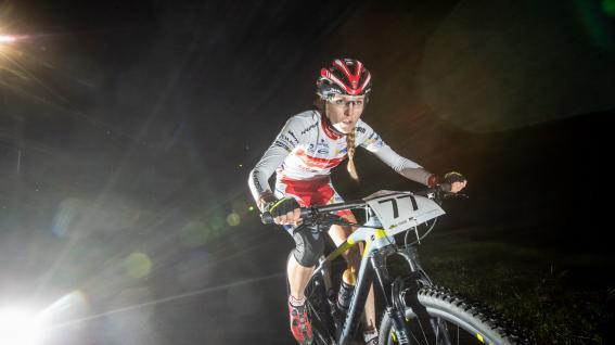 Ischgl Ironbike 2021 - Alpenhaus Trophy - Bildbericht Die nächtliche Verfolgungsfahrt bei der Alpenhaus Trophy bildete den Auftakt für das Ironbike Festival 2021. Hier gibt's für euch ein paar spektakuläre Fotos.