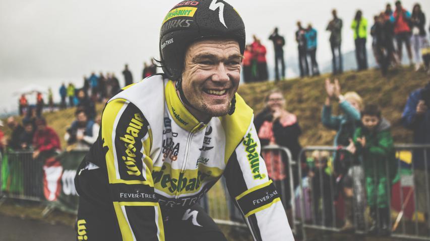 Interview Christoph Strasser: 1day1000kDer steirische Ultraradsportler im Gespräch über falsche Grundannahmen und richtige Schlussrechnungen, Fragen der Ehre, Notdurft und Sockenlänge, und was sicher nicht als Nächstes kommt.