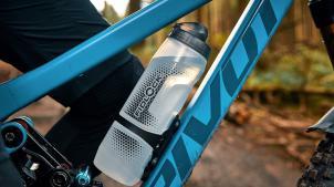 Fidlock News 2022Die Twist-Serie wird um eine Flasche mit mehr Fassungsvermögen ergänzt, und auch die Smartphone-Halterungsreihe Vacuum erhält Familienzuwachs.