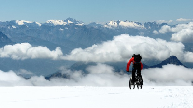 Projekt Punta GnifettiWas macht man mit ein paar Tagen Zeit, zwei guten Freunden und einer fixen Idee? Zum Beispiel eine Tour vom Aostatal ins ewige Eis - und retour.