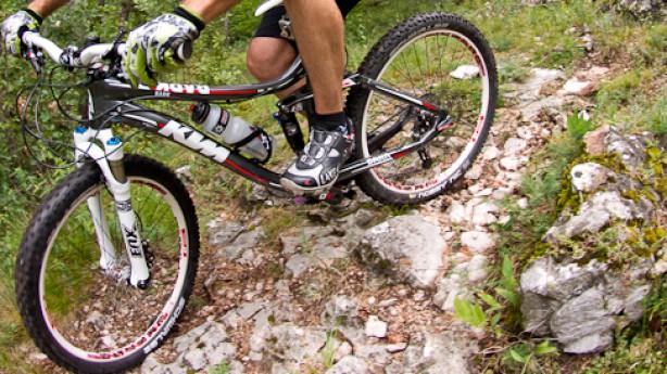 KTM Bark 10Das 150mm Spaßgerät von KTM im spaßbefreiten Outfit und ebensolchem Bikeboard-Test.