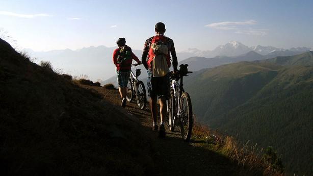 TransfairalpIrieman back on bike. Der Stiefsohn mit dem Alpenverein auf länderübergreifender Nachhaltigkeitsmission.