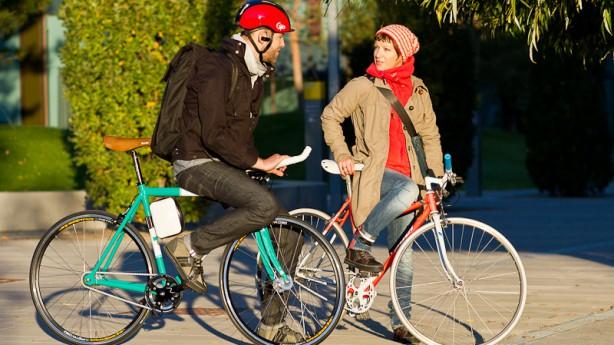 Urban Cycling-Fashion and StyleThese: Leistungsorientierte Radfahrer sehen aufgrund mangelnden Mutes und Geschmacks in Alltagskleidung zu 95,3 Prozent ziemlich bescheiden aus! Eine wissenschaftliche Aufarbeitung ...