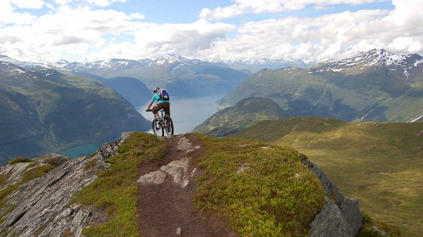 Norwegen - Das Gebirge im MeerVon Fjorden und Wikingern, Naturschauspielen und Bikeparks, und etlichen MTB-Abenteuern mehr. Mit trailproof auf Bike-Urlaub in Norwegen.