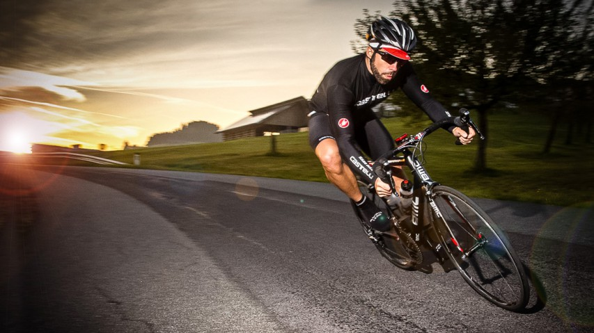 Castelli Gabba WS JerseyRegenabweisend, atmungsaktiv, aerodynamisch und voll renntauglich. In Kombination mit den Nanoflex Arm- und Beinlingen eine gute Wahl für die kalte und nasse Jahreszeit.