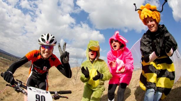 Das 1x1 der RadsportfotografieTop-Shot oder Digi-Müll? Ein paar wichtige Faktoren, auf die es ankommt, um Radfahrer ins rechte Licht zu rücken.