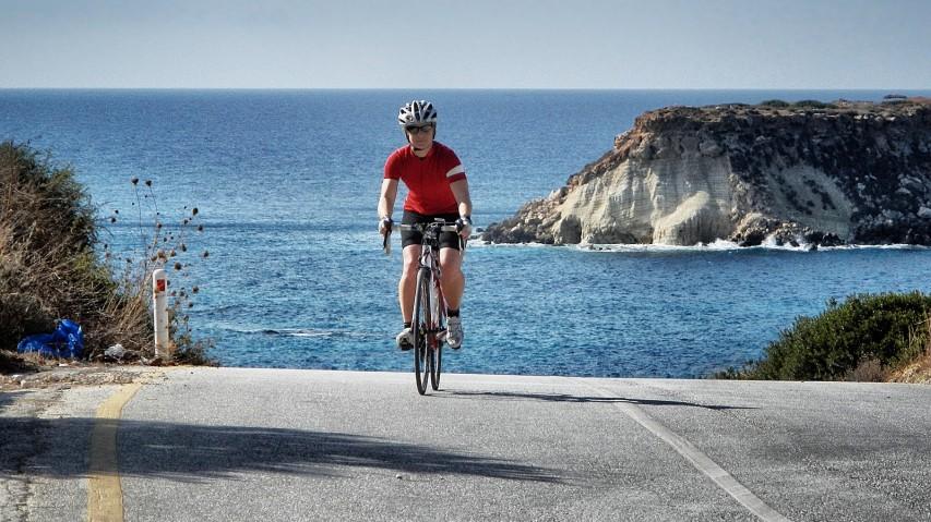 Zypern per RennradMit dem Rennrad auf der Insel der Götter: Pedalieren unter dem Lichte Helios, speisen wie Dionysos und erfrischen im Reich Poseidons ...