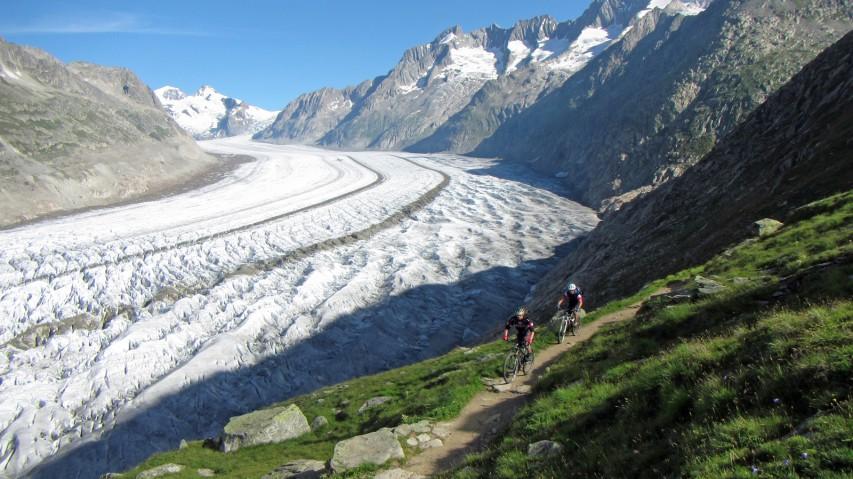 SWISS ULTIMATE RIDEDrei Tage Mountainbiken in Graubünden und im Wallis. Mit Gondel, Zug und Bike auf Rothorn, Fiescheralp und Gornergrat. Ein Tourenreport fürs Aug'.
