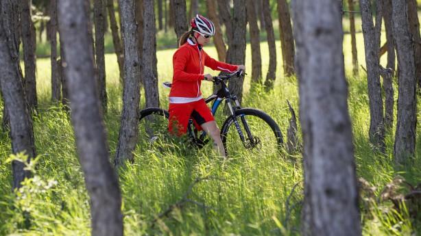 Pearl Izumi Women's Bikewear 2014Fahren mit Röckchen und Pinkeln mit Bib. Pearl Izumis Bekleidungslinien für Frauen machen's möglich. Ein Test zur Horizonterweiterung samt Entdeckung neuer Lieblingsteile.