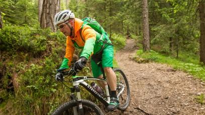 Hrinkow Virgin 975 CarbonDer Team Vorarlberg Ausstatter hat viel mehr als nur schnelle grüne Rennräder zu bieten. Im BB-Test: Virgin, das wandlungsfähige Race Hardtail, dem verschiedene Laufradgrößen passen.
