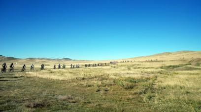 MONGOLIA BIKE CHALLENGEAlles, nur nicht gewöhnlich. Von einem Rennen, das eine Reise ist und einer Reise, die ein Rennen ist. Mit dem Niederösterreicher Stefan Hackl in sieben Tagen durch die Mongolei.