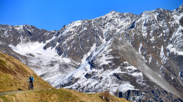 Per E-MTB zum Ski-Weltcup